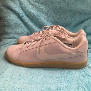 new Nike women's court royale suede